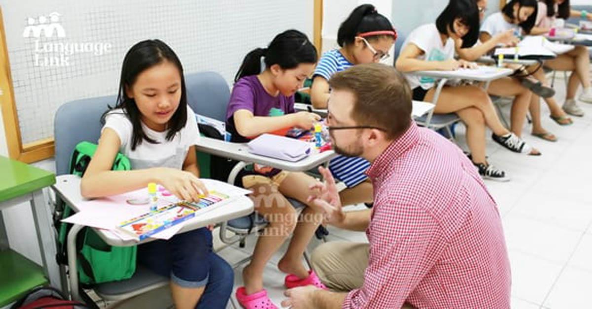 Có nên dạy ngữ pháp tiếng Anh cho trẻ từ tiểu học?