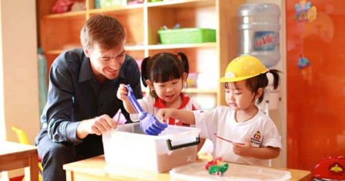 Học tiếng Anh qua các hoạt động thể chất: Phát triển toàn diện trí tuệ và cảm xúc