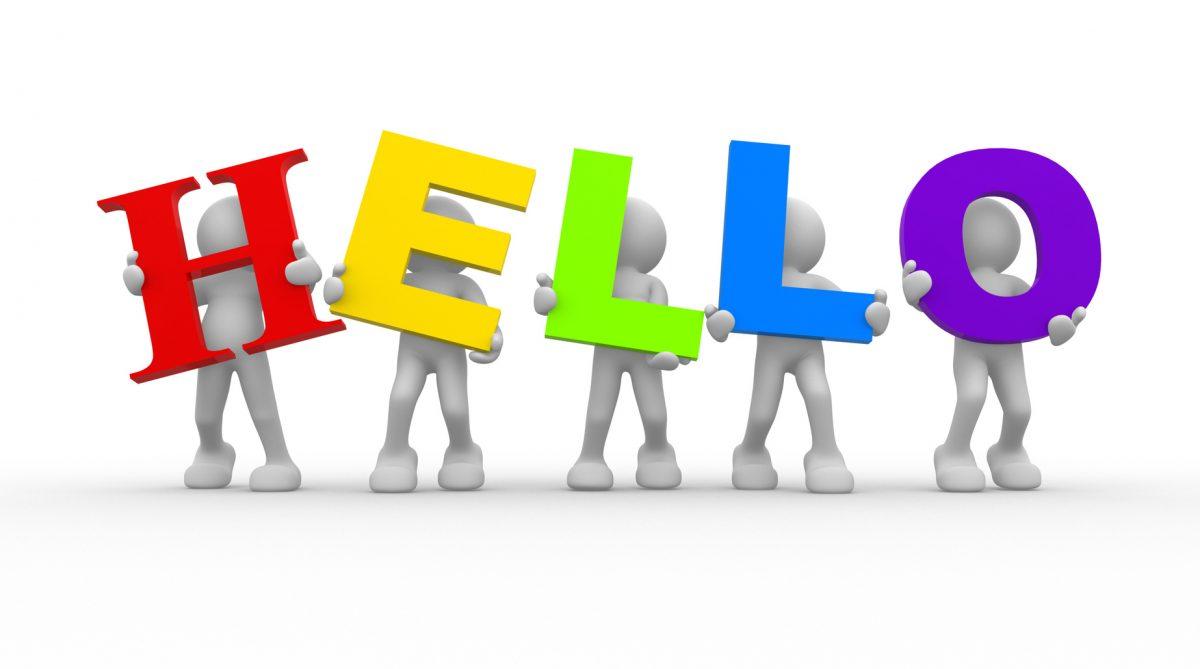 5 người cầm dòng chữ Hello - hình ảnh minh họa giới thiệu bản thân bằng tiếng Anh