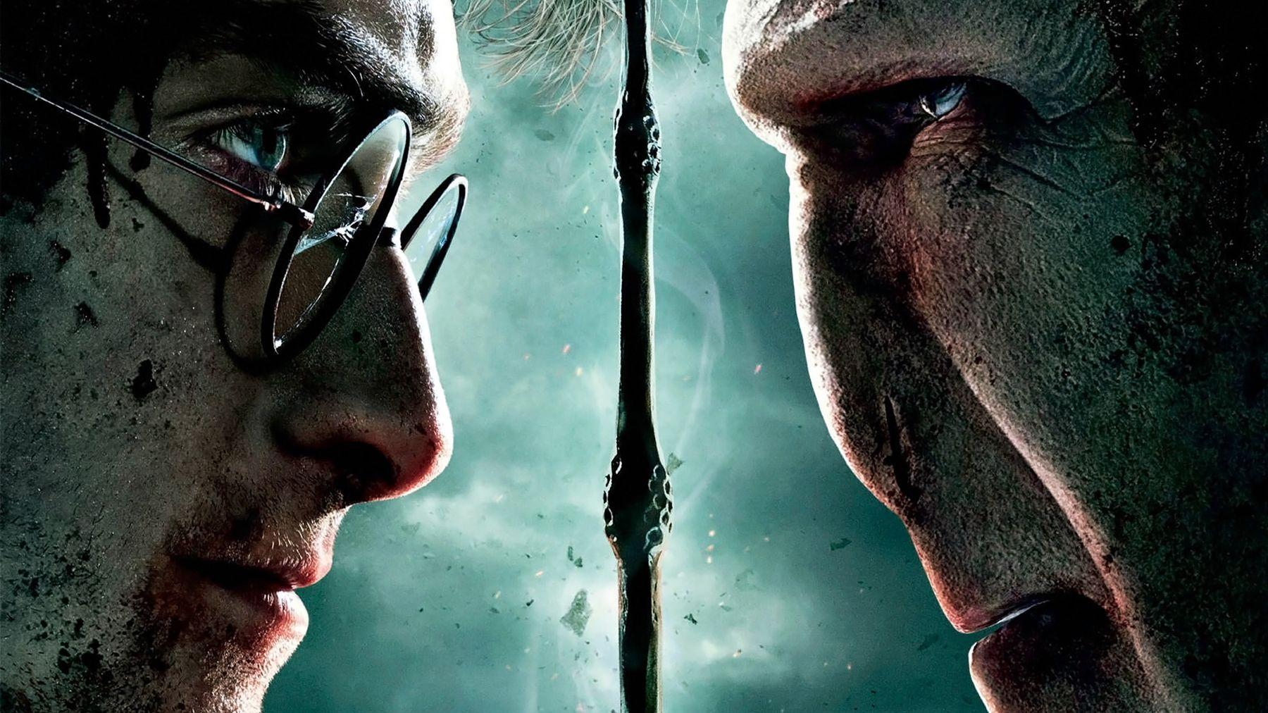 Harry Potter và Chúa tể Voldemort đang amwtj đối mặt bên cây đũa phép Cơm nguội