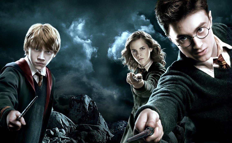 hình ảnh của bộ ba Harry Potter, Ronald Weasley và Hermione Granger