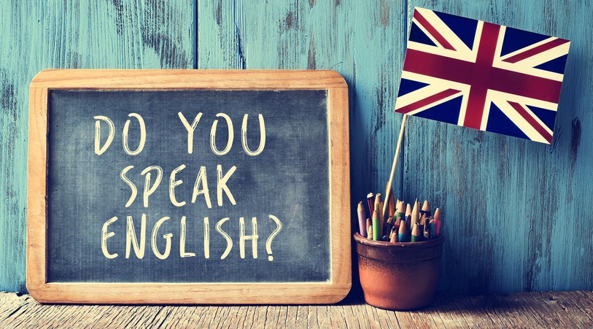"""một tấm bảng với dòng chữ: """"bạn có nói tiếng ANh không?"""" - hionhf ảnh minh họa cho chủ đề bài viết về phát âm tiếng Anh"""