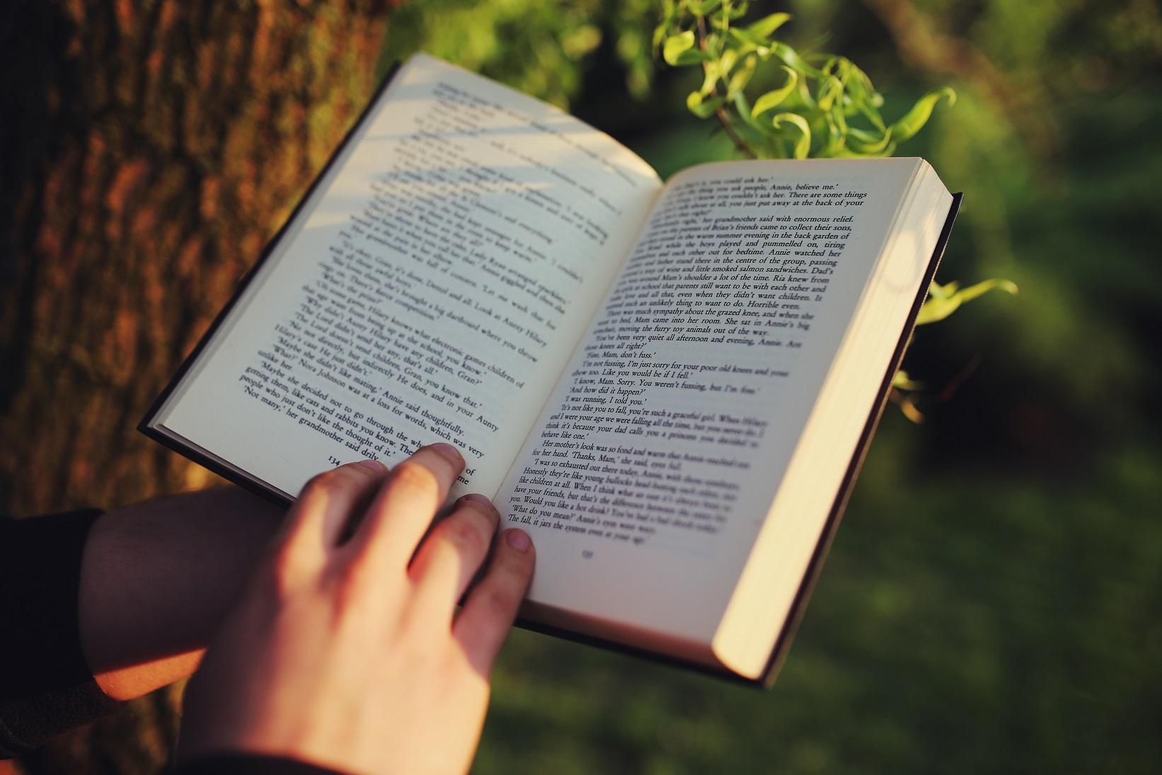 Đọc nhiều câu - đoạn văn liên quan đến chủ điểm từ vựng tiếng Anh lớp 8