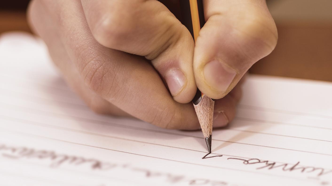 Đặt câu và tập viết để ghi nhớ từ vựng tiếng Anh lớp 8lâu hơn