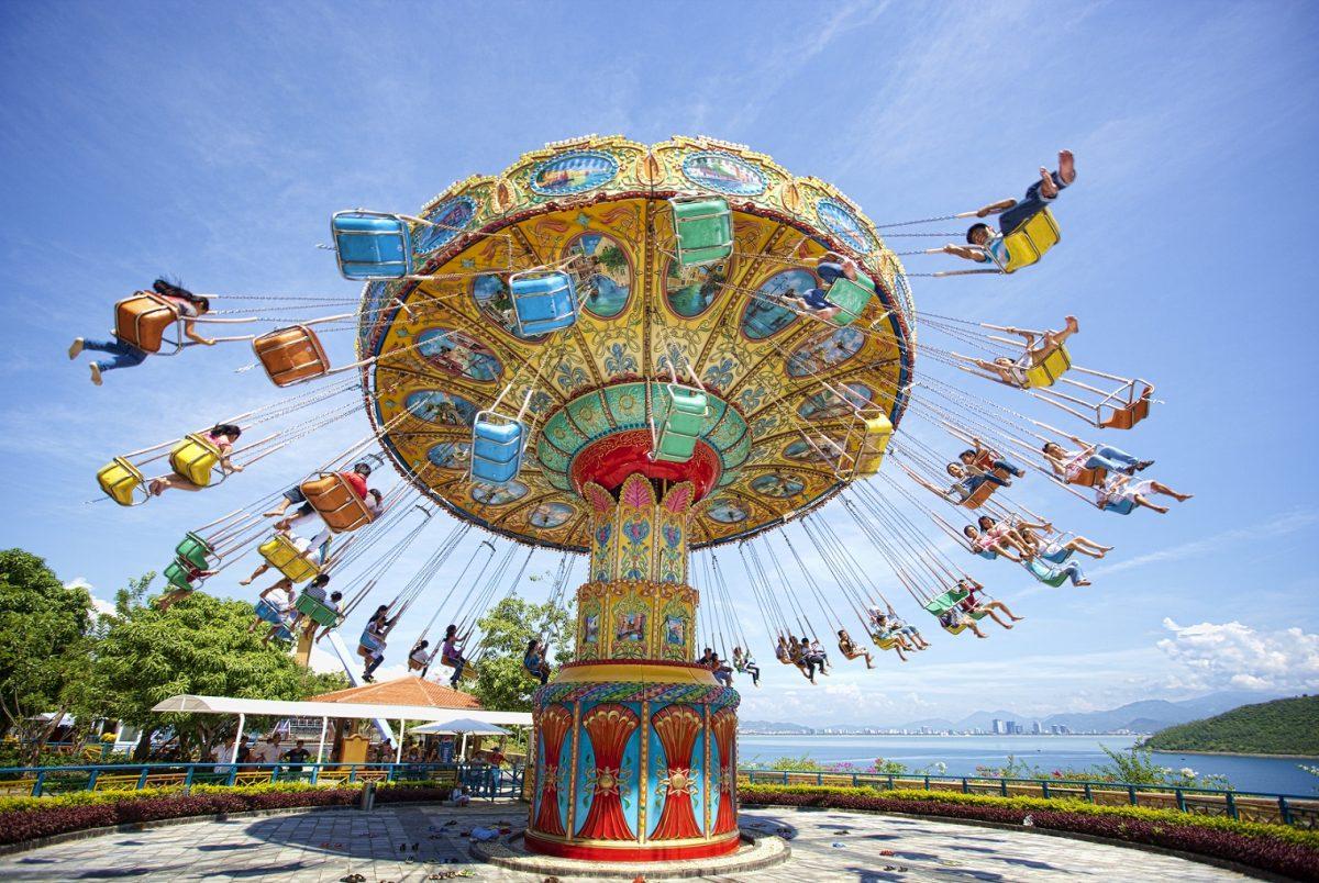 vòng quay ngựa gỗ, trò chơi ở Nha Trang - hình ảnh minh họa cho bài viết tiếng Anh theo chủ đề du lịch