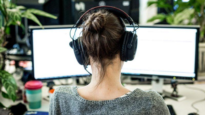 'Bí kíp' đơn giản hóa 'công cuộc' luyện nghe tiếng Anh theo chủ đề