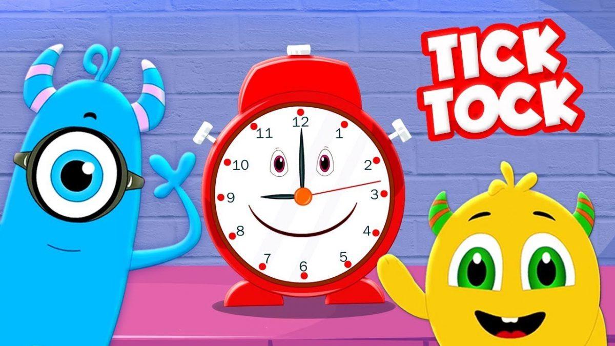 hình ảnh một chiếc đồng hồ đang vui vẻ chơi cùng 2 nhân vật hoạt hình