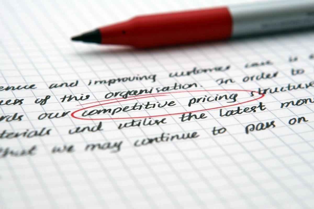 Cần phân tích kỹ trọng tâm đề trước khi viết bài luận tiếng Anh theo chủ đề kinh tế