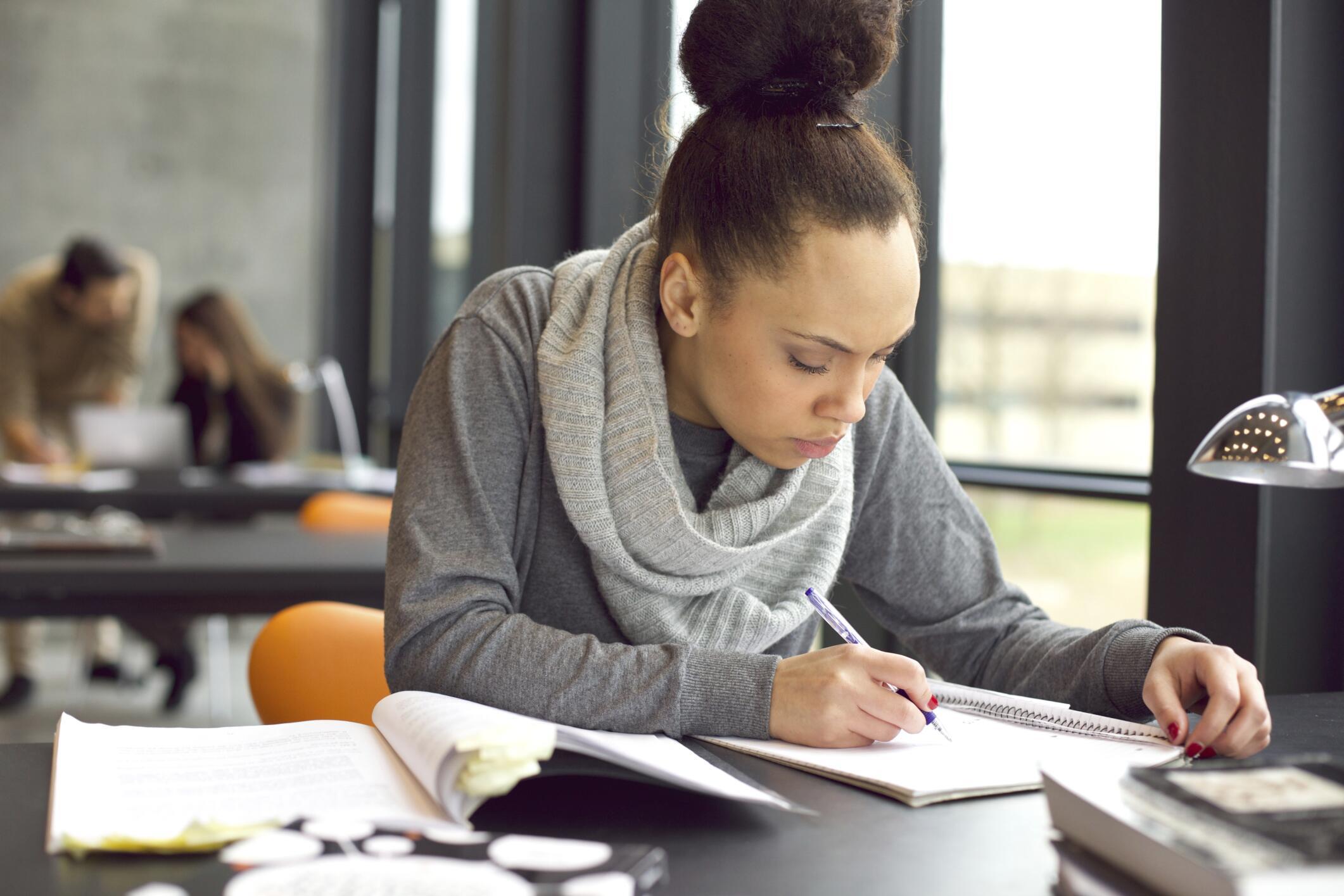Học từ vựng IELTS Writing Task 2