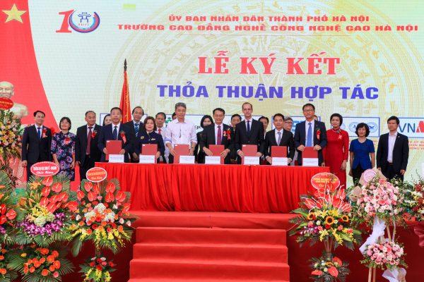 Language Link Vietnam cùng trường CĐ Nghề Công Nghệ Cao Hà Nội thành lập Trung tâm Tiền khảo thí Cambridge1