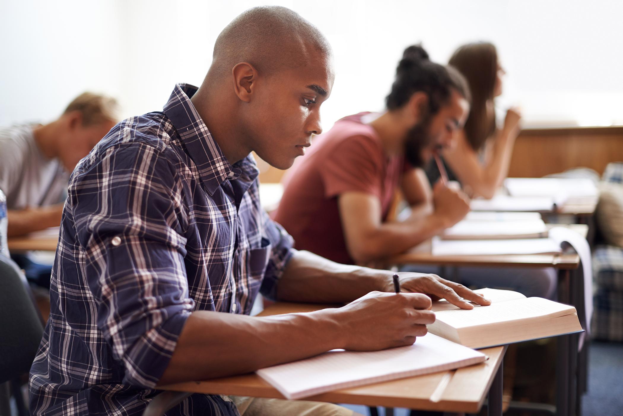 Ôn tập ngữ pháp là tiền đề cho việc thực hiện lộ trình học IELTS 6.5