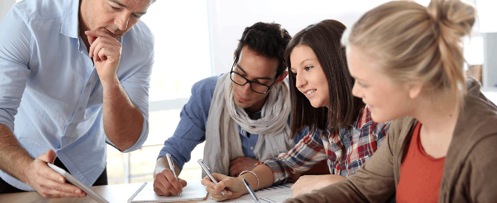 Cần đầu tư nhiều thời gian và công sức trong quá trình học từ vựng IELTS Writing