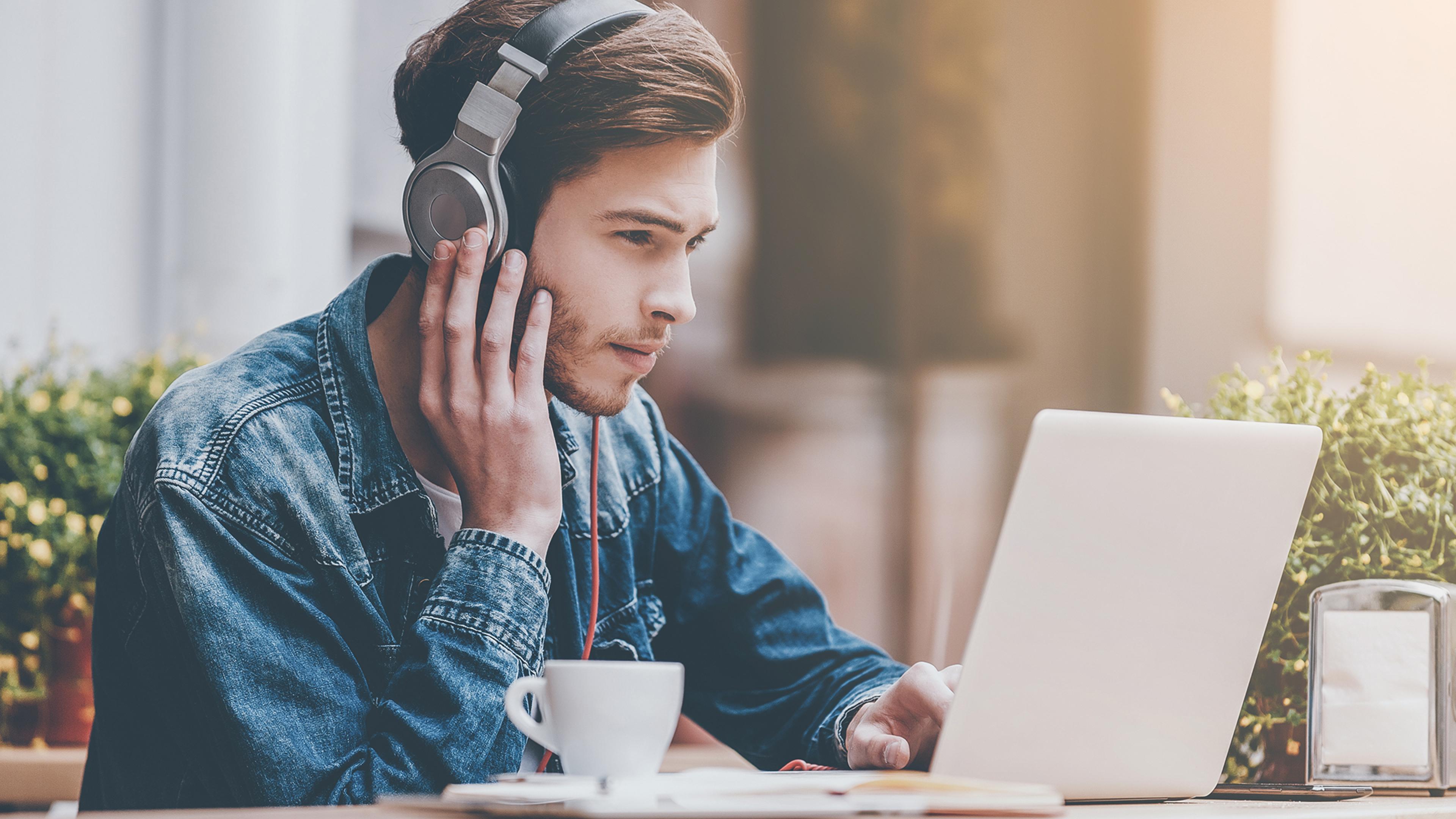 Luyện nghe IELTS trực tuyến đem lại nhiều lợi ích và hiệu quả