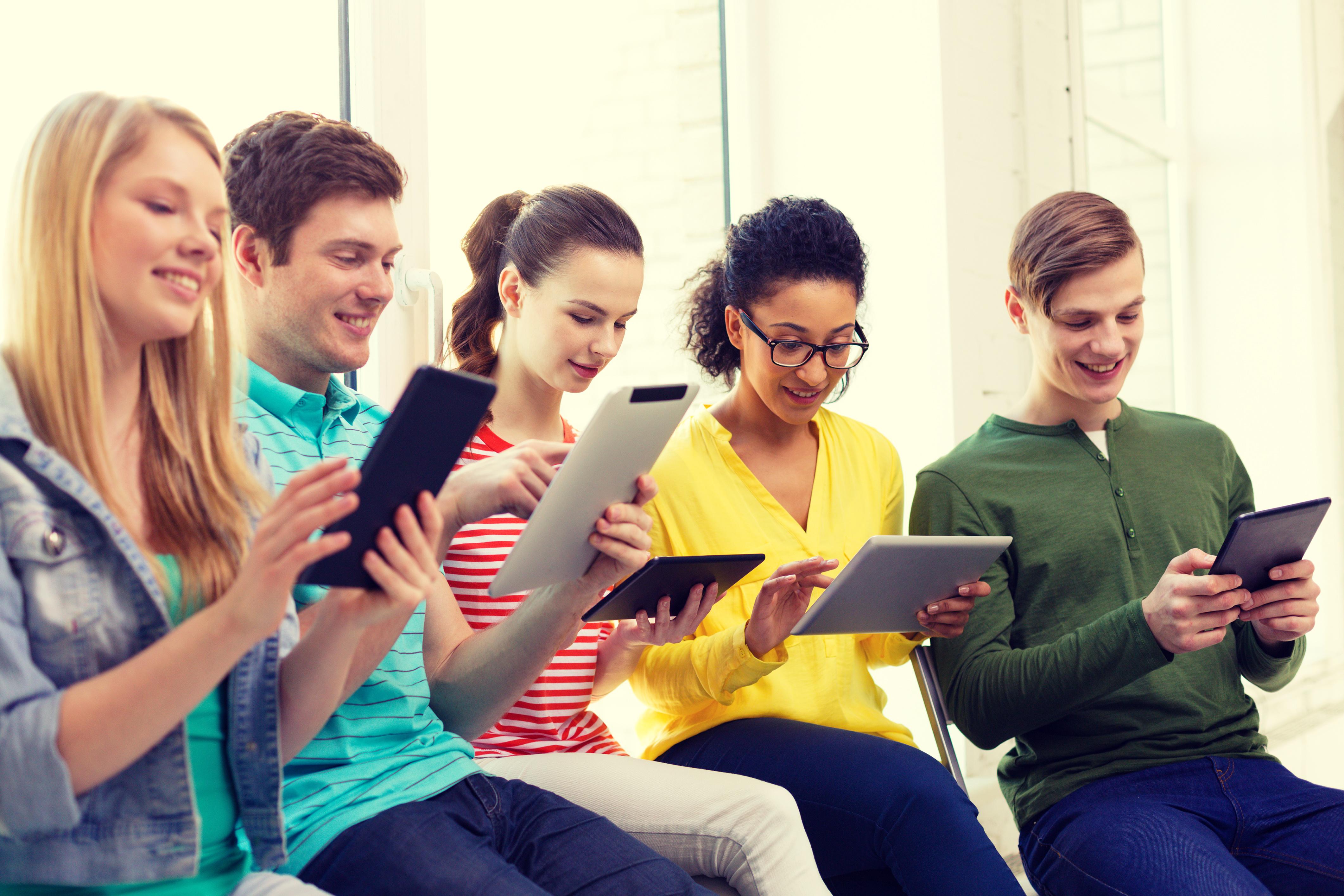 Học từ vựng qua các app sẽ thuận tiện và dễ dàng hơn