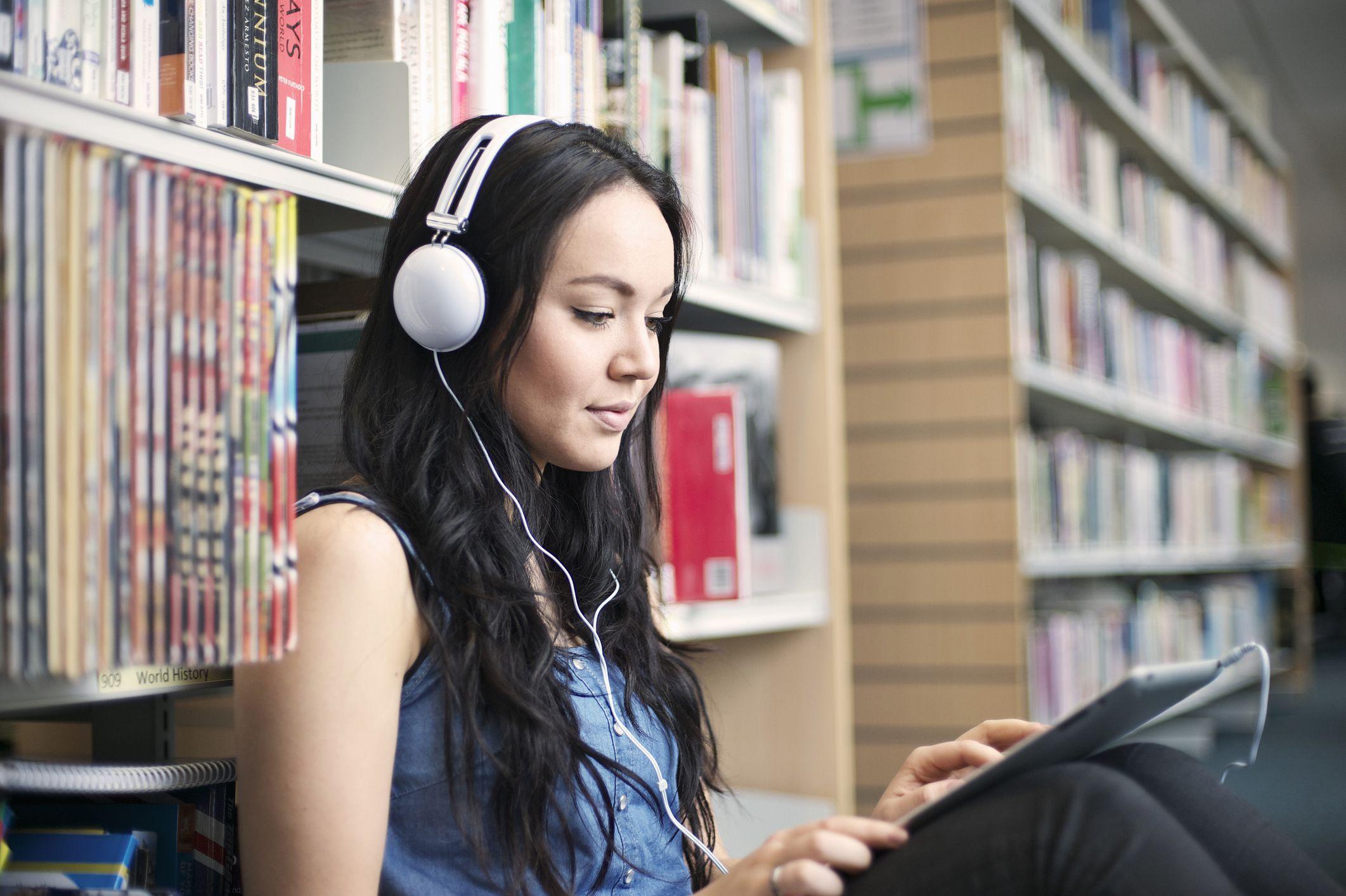 """Các trang web và ứng dụng điện thoại cũng là các tài liệu luyện nghe IELTS """"cực chất"""""""