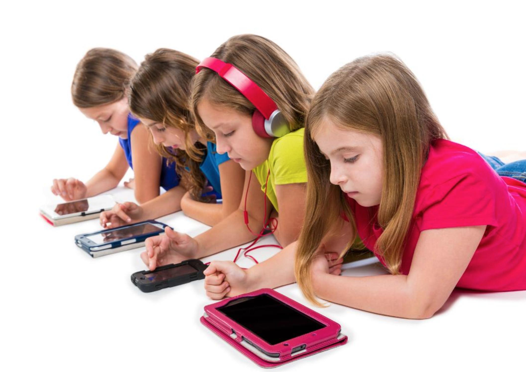 """Các phần mềm học tiếng anh cho trẻ em hiện nay đã trở thành một công cụ """"hỗ trợ đắc lực"""" cho quá trình học tiếng anh của trẻ em"""