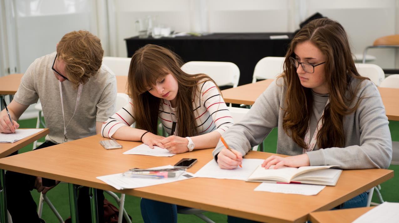 Các bài mẫu IELTS Writing Task 1 Line Graph là tư liệu tham khảo hiệu quả khi luyện kỹ năng viết
