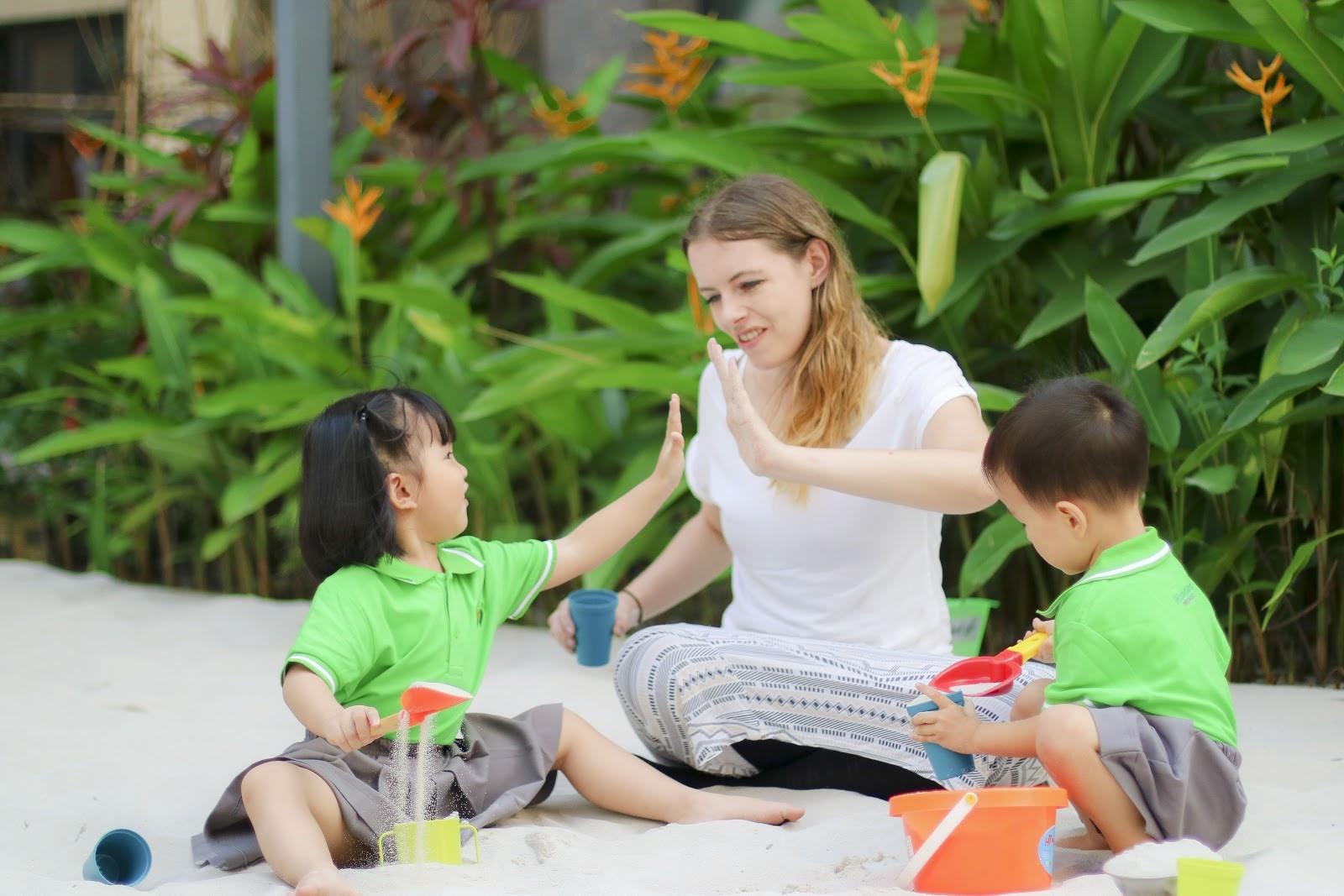 Kết thúc các trò chơi, phụ huynh có thể chuẩn bị các món quà nhỏ để khích lệ và cổ vũ trẻ