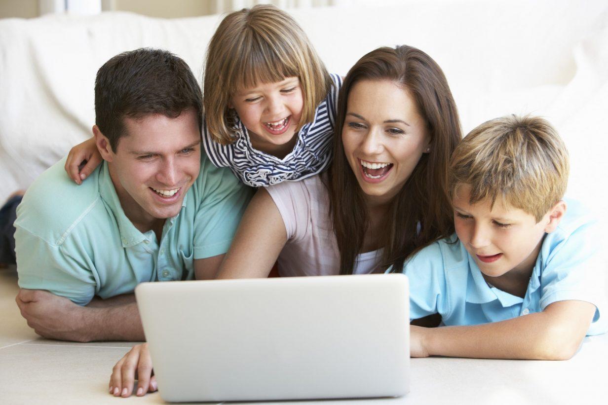 Có vô số các nguồn học tiếng anh cho bé có thể tìm thấy trên Internet