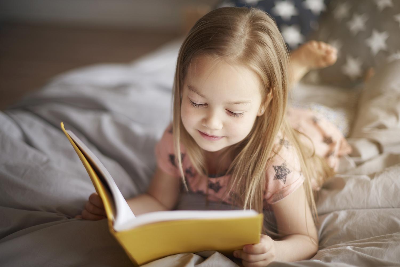 Có rất nhiều lợi ích khi học tiếng Anh cho trẻ em qua các cuốn truyện song ngữ