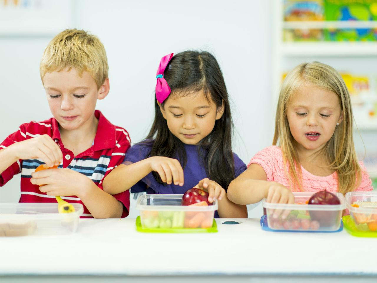 Hoa quả là một trong các chủ đề phổ biến với trẻ em ở lứa tuổi mầm non