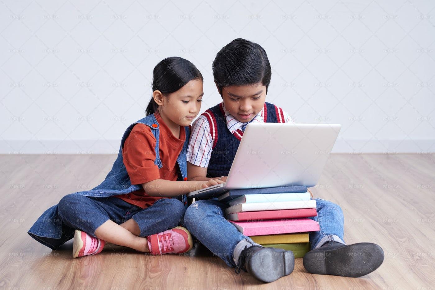 Bên cạnh các công cụ học tập truyền thống, các dụng cụ trực tuyến ngày càng được áp dụng phổ biến