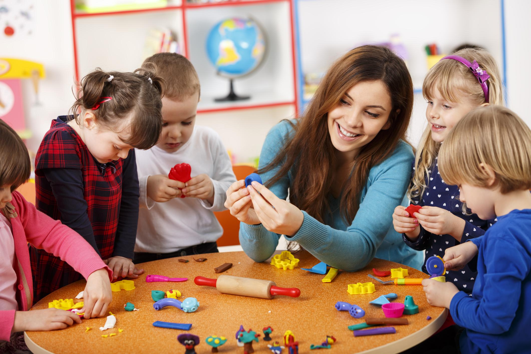 Các trung tâm tiếng Anh cho trẻ em có chất lượng tốt thường kết hợp đa dạng những phương pháp giảng dạy mới lạ và hiệu quả