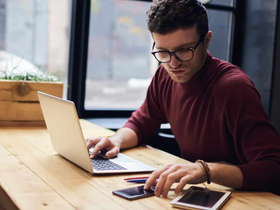 Cách học tiếng Anh thông qua những hình thức trực tuyến đem lại sự thuận tiện cho người đi làm