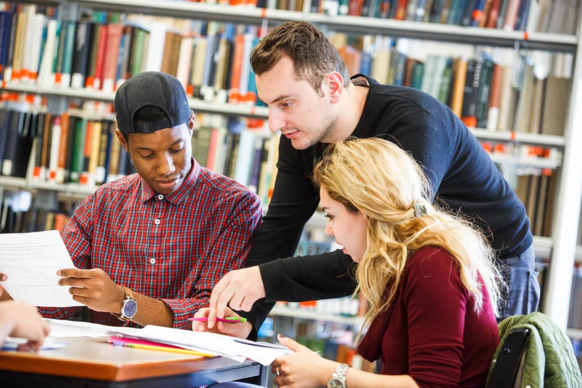 Các khóa học phát âm tiếng Anh đều cung cấp nền tảng chắc chắn cho người dùng