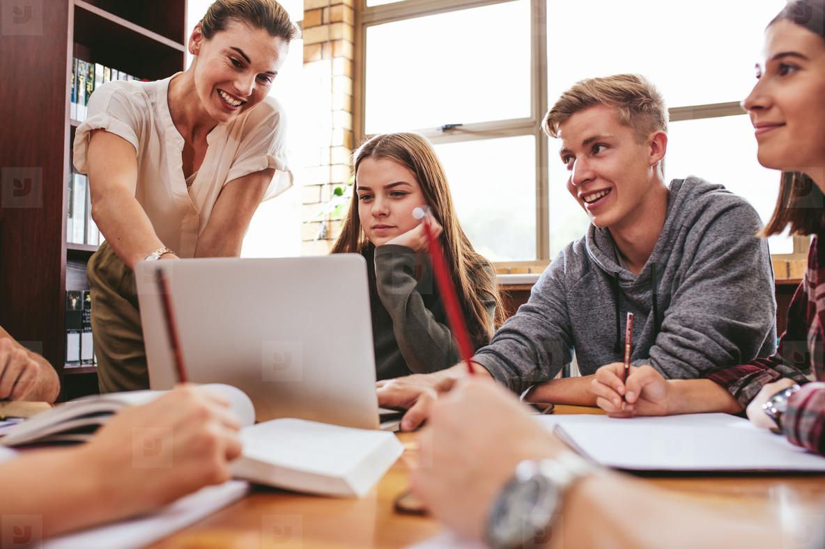 Số lượng trung tâm tiếng Anh dành cho sinh viên và người đi làm ngày một tăng lên