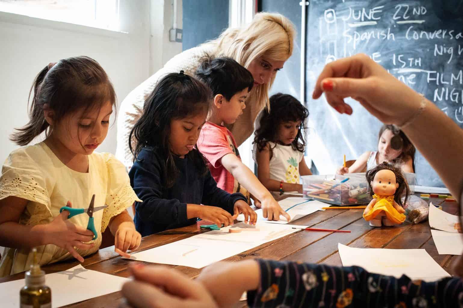 Các chủ đề gần gũi và thân thuộc giúp trẻ tiếp thu kiến thức dễ dàng và hiệu quả hơn