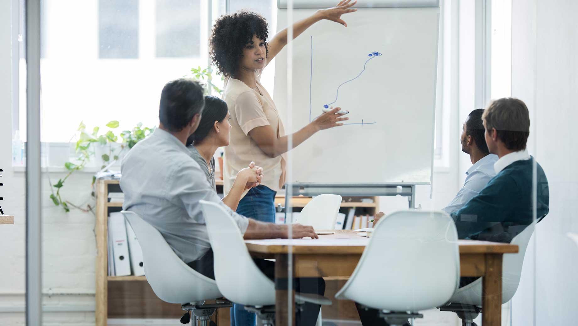 Tiếng Anh được ứng dụng phổ biến trong các hoạt động tại môi trường công sở hiện nay