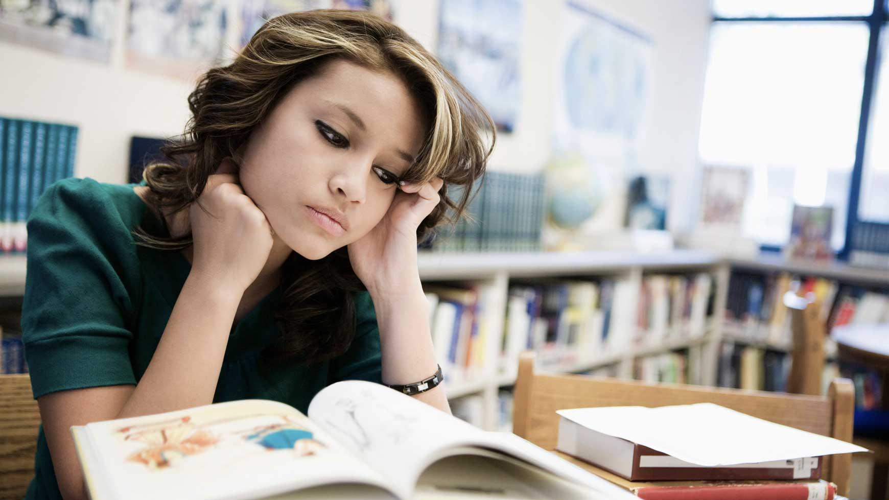 Sử dụng từ điển đem lại nhiều lợi ích trong quá trình học tiếng Anh học thuật