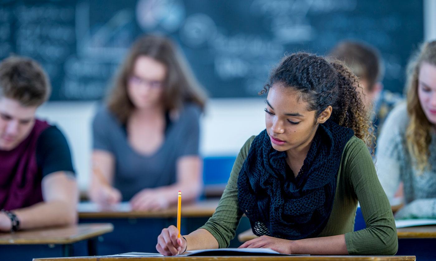 Bạn hoàn toàn có thể tham khảo các cuốn sách tiếng Anh học thuật Writing trong quá trình ôn tập