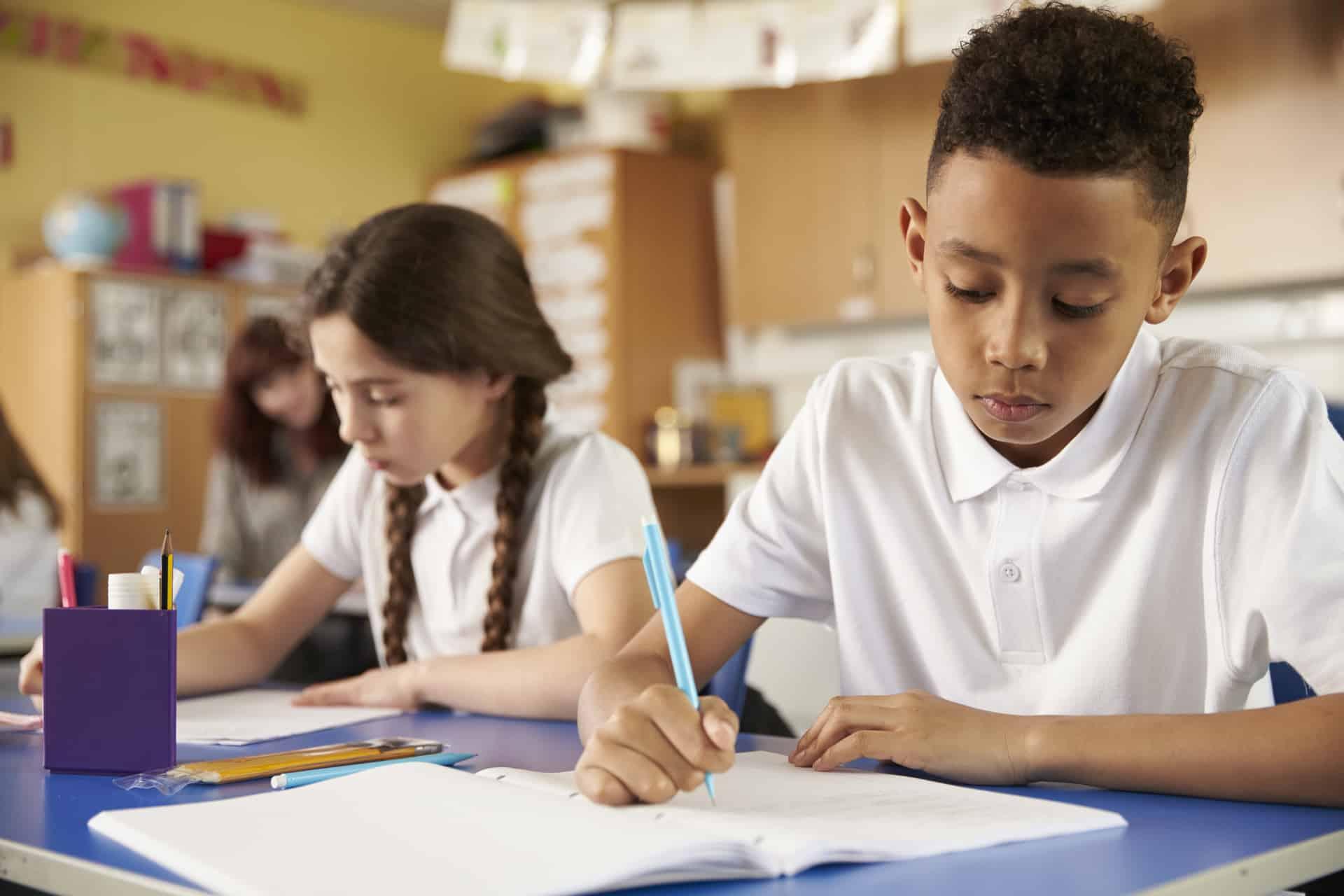 Xây dựng thói quen viết tiếng Anh hàng ngày là phương pháp hữu hiệu để cải thiện khả năng tiếng Anh