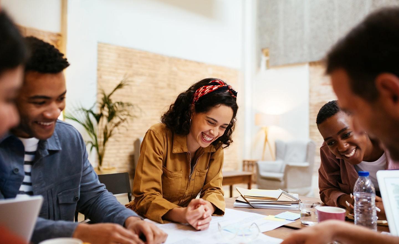 Nên chủ động tham khảo và ứng dụng các khóa học tiếng Anh về các kỹ năng giao tiếp