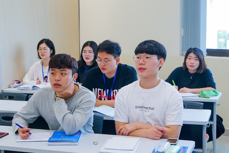 Nhiều học viên người Việt thường mắc phải sai lầm khi áp dụng tư duy tiếng Việt trong quá trình học ngoại ngữ