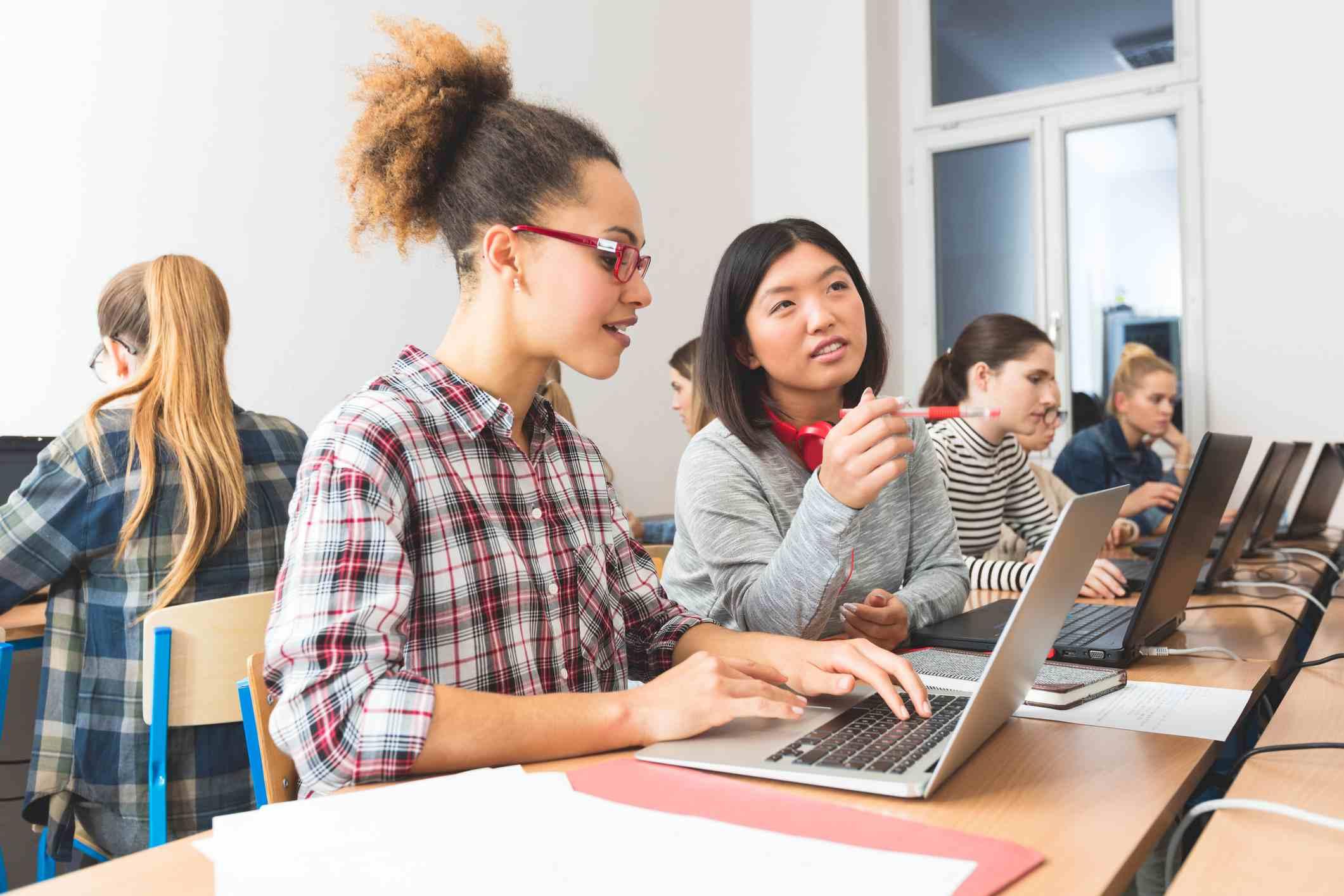 Việc học tiếng Anh sẽ trở nên đơn giản và thuận tiện hơn nhiều với các công cụ học trực tuyến