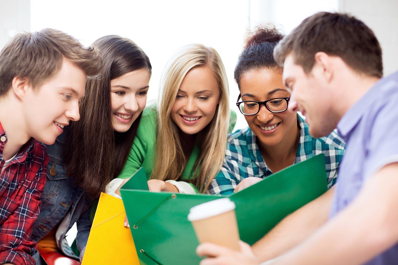 Tham khảo thêm các nguồn tài liệu truyền thống như sách vở, giáo trình bên cạnh tài liệu trực tuyến