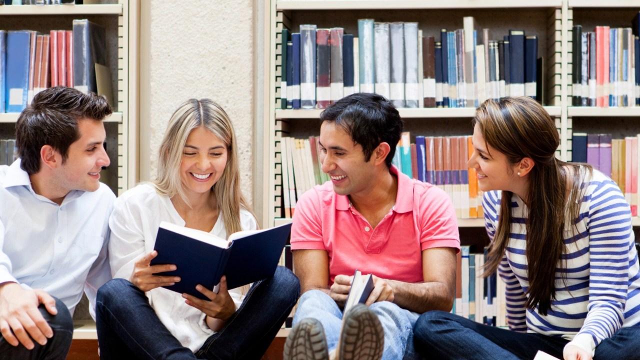 Tự học tiếng Anh tại nhà cung đem lại sự thuận lợi và bất lợi cho mọi cá nhân