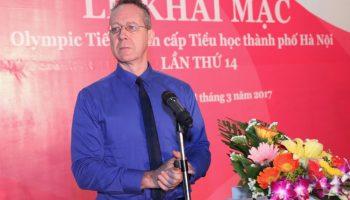 Ông Gavan Iacono - Tổng giám đốc Language Link - phát biểu tại lễ khai mạc