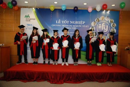 Một số bạn đạt được kết quả rất cao trong kỳ thi IELTS, như bạn Mai Trọng Hoàng (8.0), bạn Lâm Yến Nhi (8.0), bạn Nguyễn Khánh Linh (7.5), bạn Vũ Minh Anh (7.0), bạn Trần Minh Hằng (7.0)
